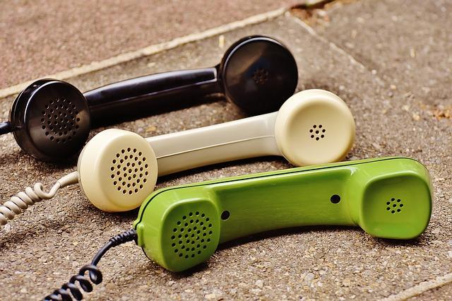 3色の受話器