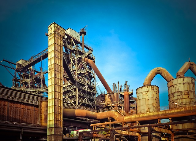 工場建物と青い空